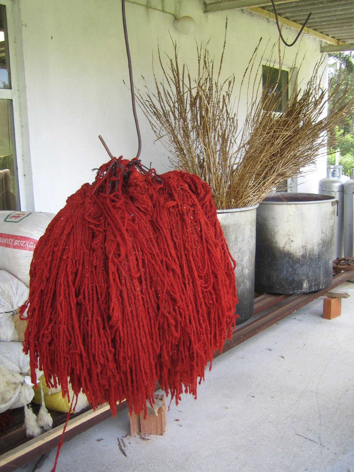 Red yarns dyed with madder root, Örselli, Manisa, Western Turkey, 2007