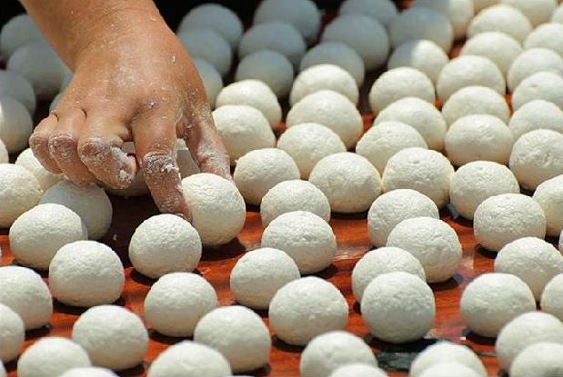 "Drying yogurt named ""kurut or keshk"", nomadic way to preserve the dairy products"