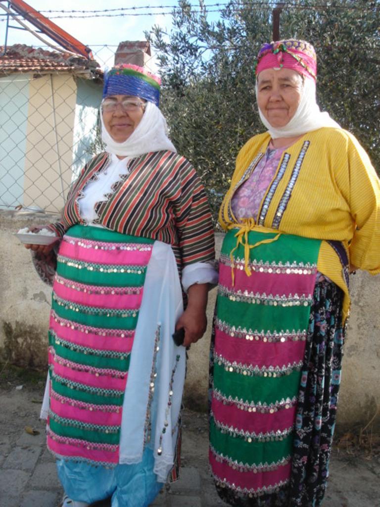 Two Tahtacı Turkmen ladies posing for the hıdrellez holiday, Tahtakuşlar, Balıkaeisr, Western Turkey