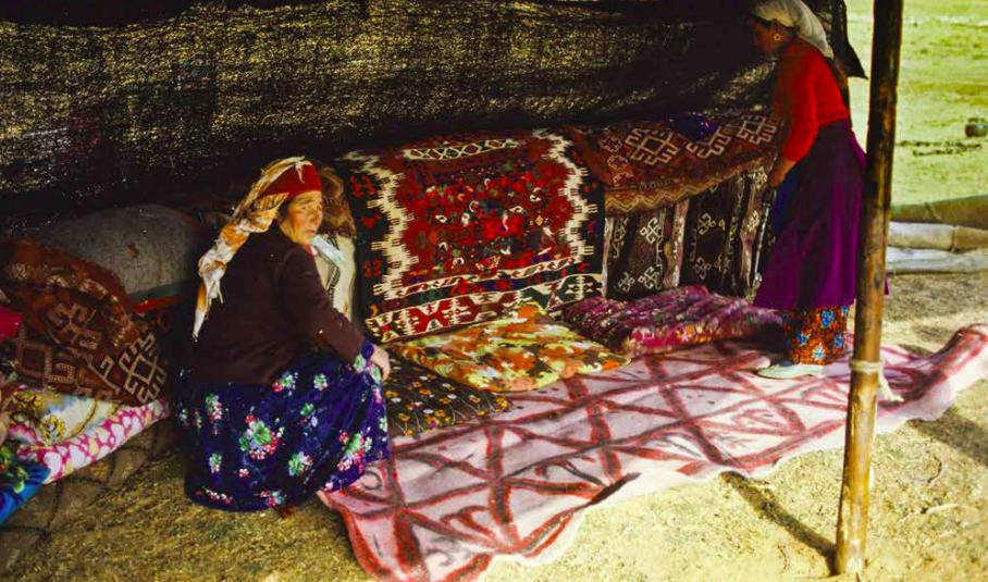 Sachikara Turkmen tribeswoman, with the kilim she wove, Kahramanmarash, Eastern Turkey, photo courtesy Josephine Powell, Suna Kıraç Foundation