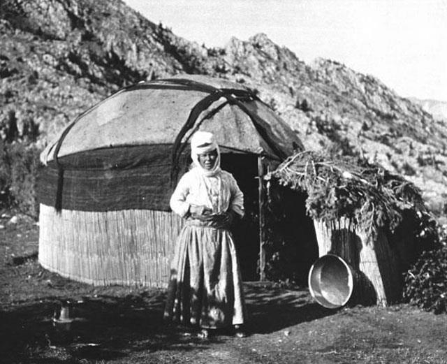 Afshar tribeswoman Tomarza Kayseri Central Turkey 1909, photo courtesy Gertrude Bell