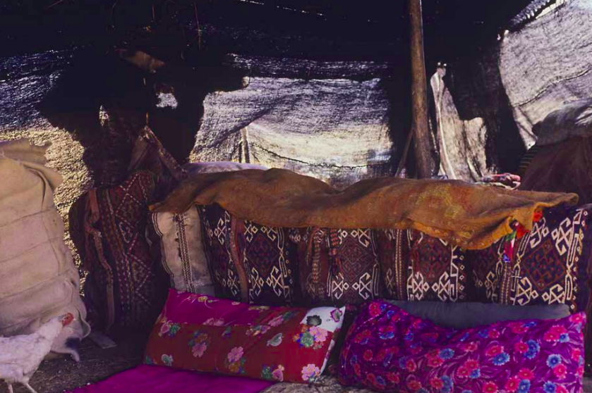 An Anatolian Turkmen black tent, Sachikara tribe, Kahramanmarash, Eastern Turkey, Pjoho courtesy, Josephine Powell, early 1980s Suna Kıraç Foundation
