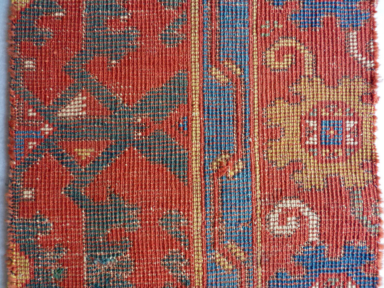 The positioning of the knots and the semi-deppressed warps from the back of a Lotto carpet from the same period